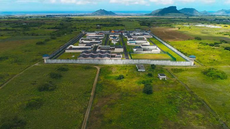 Netflix纪录片《深入全球最难熬的监狱  Inside the World's Toughest Prisons》全4集 英语中字 720P/MP4/2G 监狱纪录片下载插图(1)